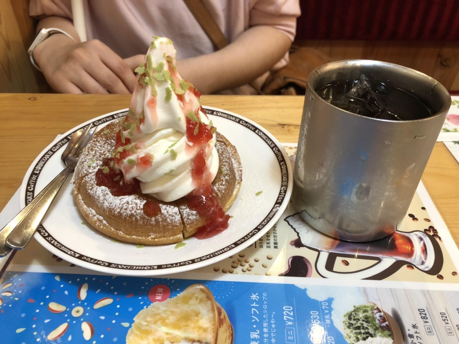 アップルカスタードのシロノワールとアイスコーヒー