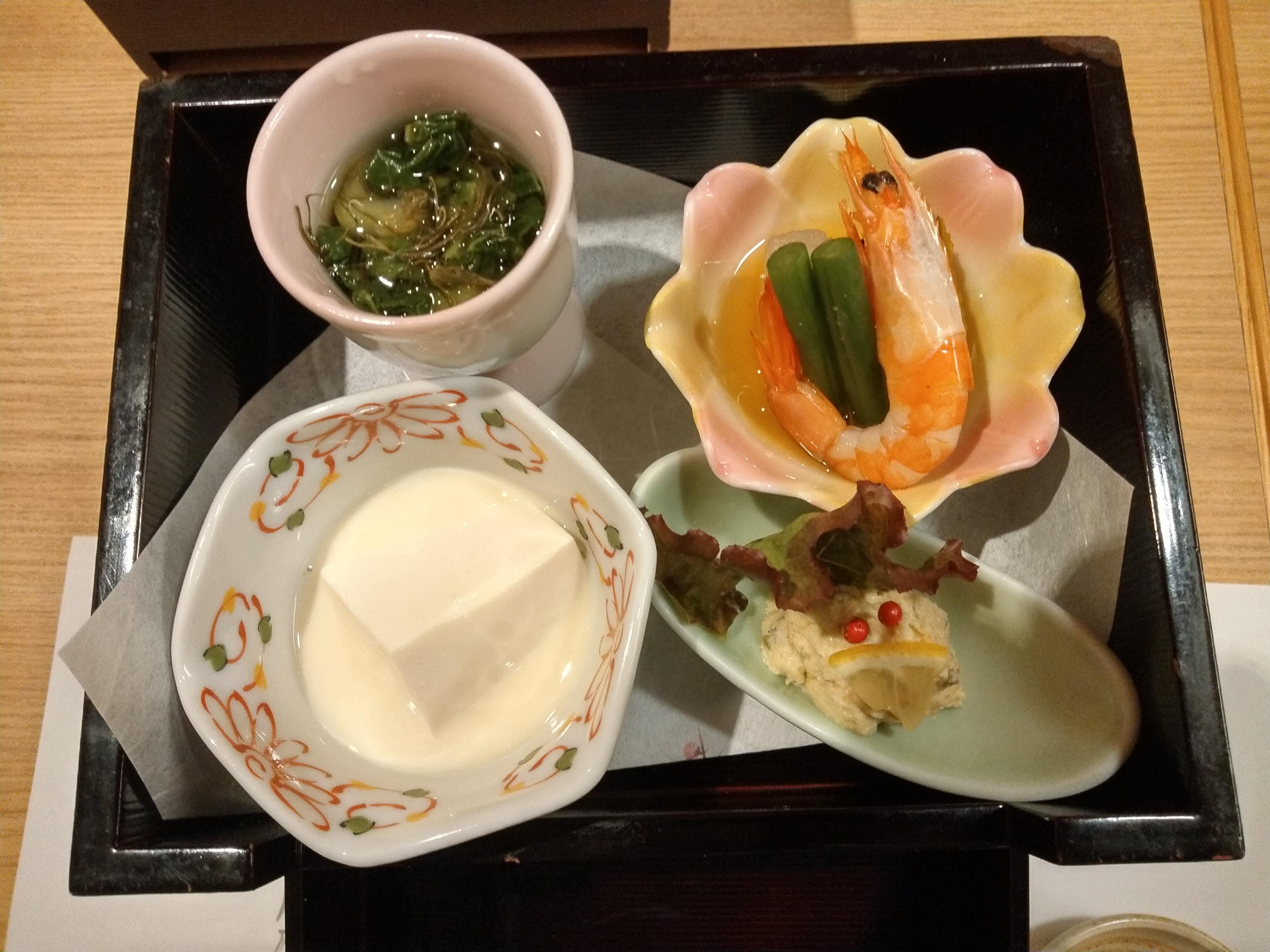 豆腐・ポテトサラダ・ほうれん草のお浸し・えび